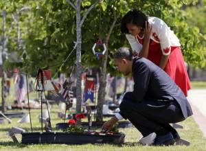 President Obama leaves Challenge Coin